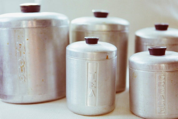 Uncanny canister set vintage aluminum kitchen canisters set for Toko aluminium kitchen set