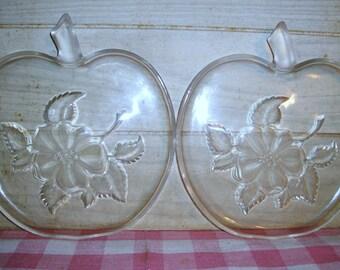 Retro Vintage Plastic Apple Plates - Set - Home Decor - Housewares - Kitchen Decor - Country Decor - Mid Century - Apple Blossoms