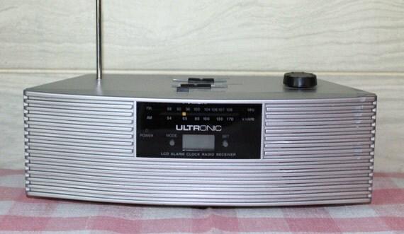 Vintage Retro Look Clock Radio - Ultronic - Silver - Home Decor