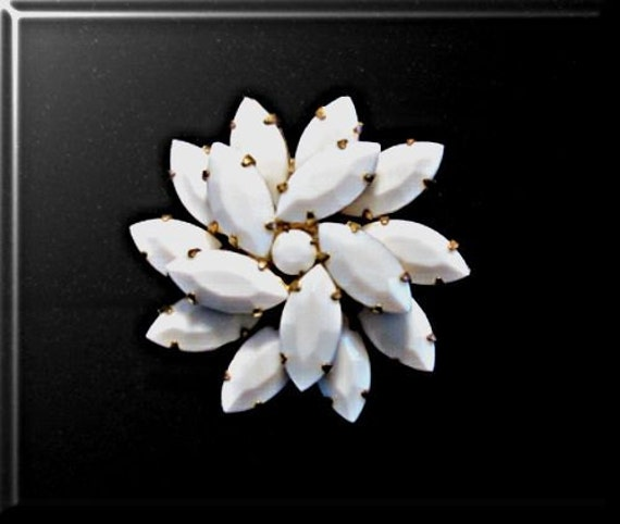 Vintage Brooch Milkglass White Marquis Cabochon Pin