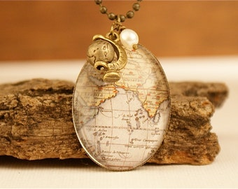 WORLD MAP, Vintage Glass Cabochon Necklace, Historical Map, World Travel,Globetrotter,Glass domed Cabochon,Steampunk