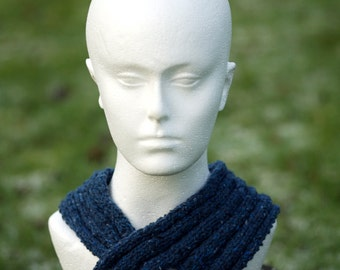 Dark blue knitted collar / scarf with diamond shaped dark blue fastener