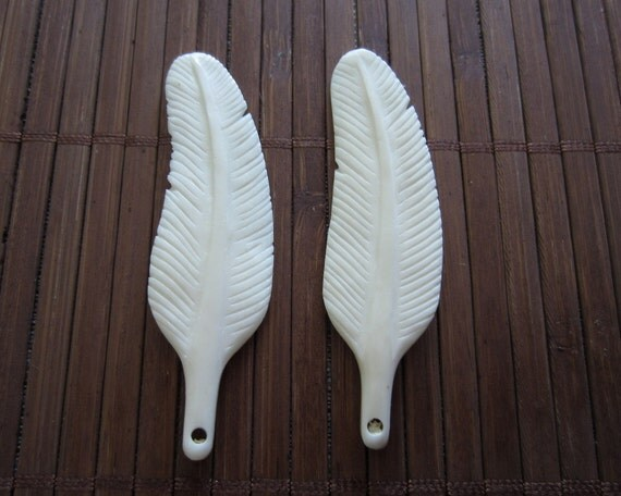 1 pair Gorgeous Carved  Bone feather , natural Cabochon,, Bone Bead, Jewelry making Supplies B424