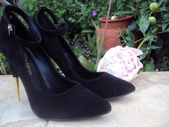 Sky high size 8 vintage NEVER WORN black stilletos with ankle strap