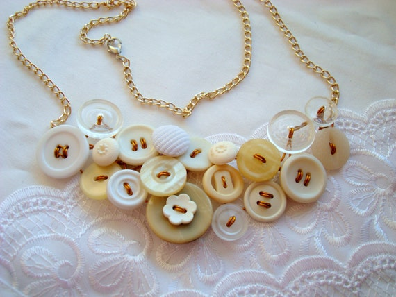 Vintage Button Necklace white, beige Bridal colier // Ready to ship OOAK