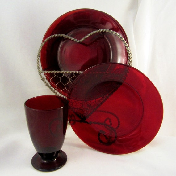 Red Dessert Plates Set 4 Ruby Red Plates 1 Tumbler Vase with Wire Heart Stand