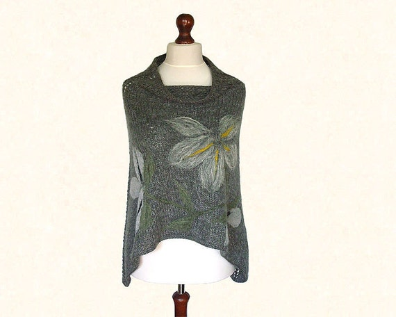 Gray poncho cape with felted application, short, made of alpaca, acrylic and mohair