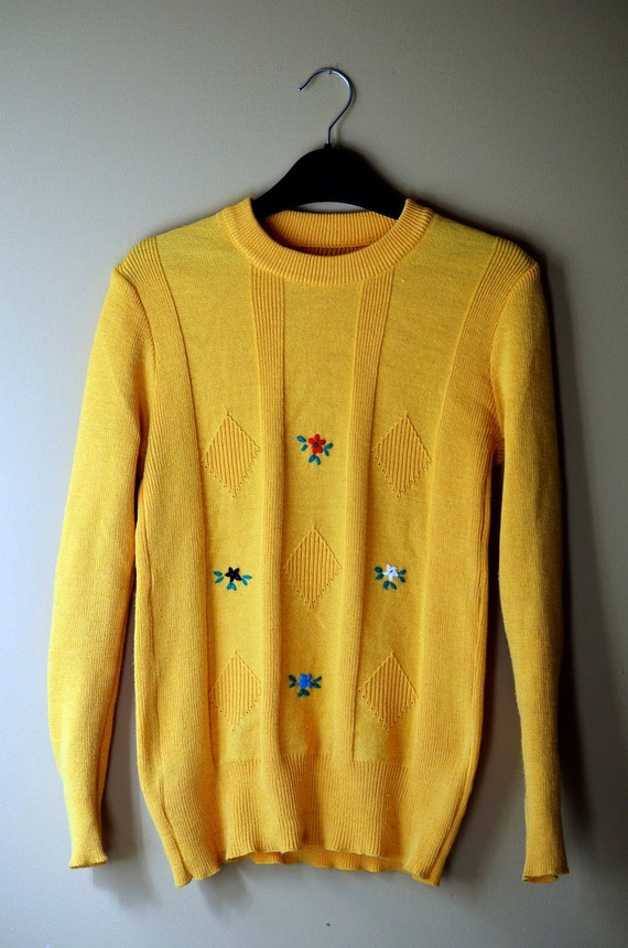 Embroidered Yellow Folk Flower Knit Sweater Small / Medium - 1970s