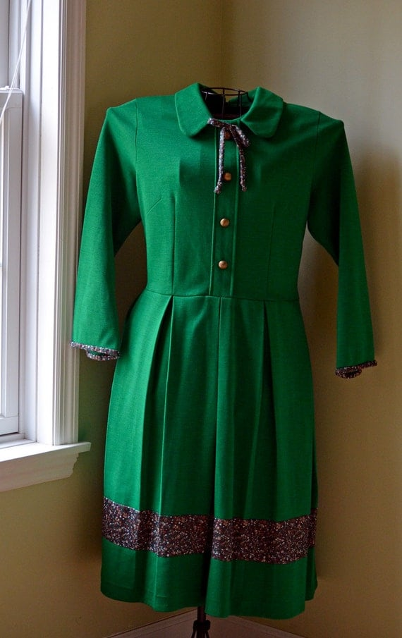 Vintage Kelly / Emerald Green and Floral Pleated Dress with Peter Pan Color and Bow Neck Tie Large - 1970s