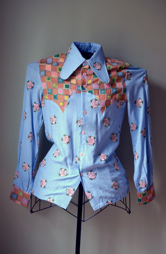 Vintage Flower Embroidered Blue and Pink Novelty Rose Western Shirt Top Blouse Small - 1970s