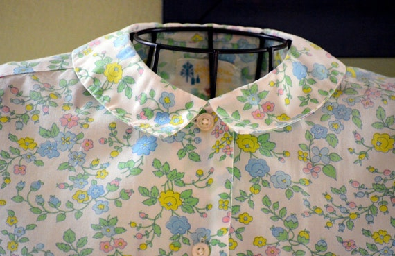 Vintage Green, Blue, Pink and White Retro Floral Peter Pan Collar  Blouse Medium  - 1960s