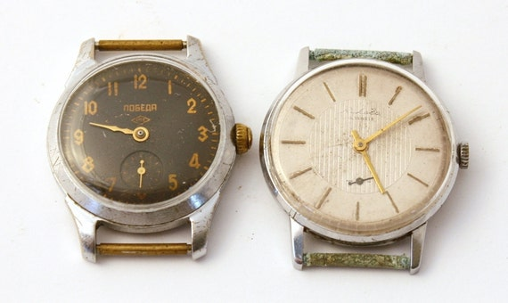 Lot of 2 old vintage wriswatches for parts and for jewerly projects watch movements gears faces dials cases