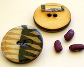 Wood button brooch pin with African motif in natural and black design 4006