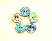 Five winter wood buttons in turquoise, azure, blue and purple colors 1020