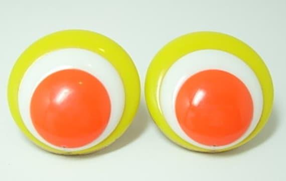 Vintage Mod Orange, White, Yellow Trifari Button Clip On Earrings