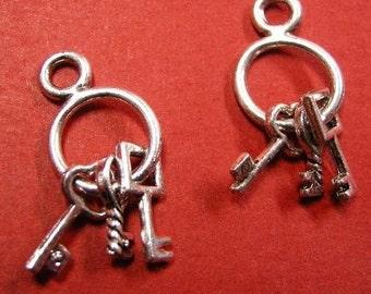 6pc antique silver round key pendant-4432