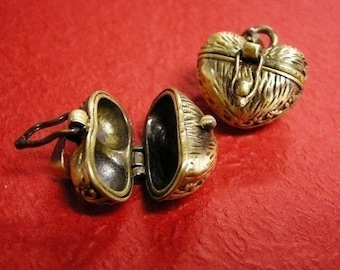 2pc antique bronze fancy wish box pendant-460