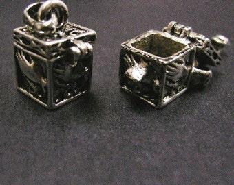 50% discount -2pc fancy antique silver metal prayer box pendant-4409