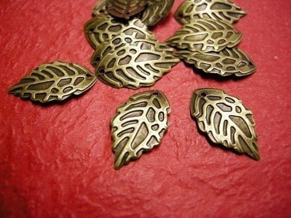 50pc antique bronze filigree leaf pendant-3161