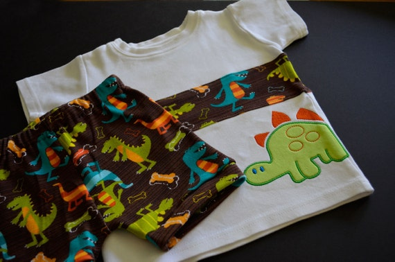 Dino Dudes Embellished Organic Cotton T-Shirt & Comfy Shorts -- Short Outfit -- Size 18 Months