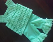 open stitch sz 9 to 12mo. 2 piece top and capris