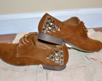 Brown Studded Vintage Shoes Size 7