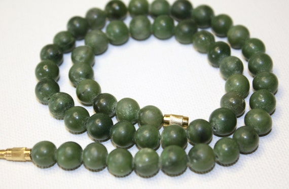 Vintage Necklace  Natural Jade Bead Stone