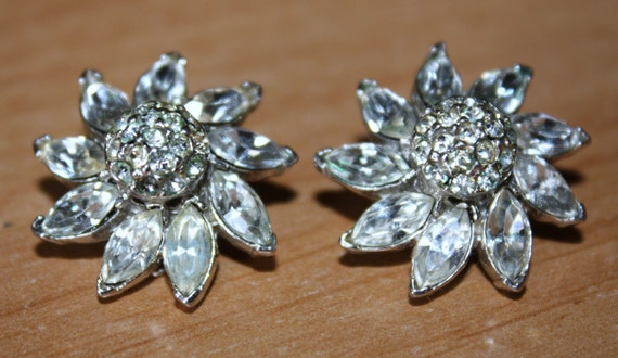 Vintage Retro Rhinestone Flower Earrings PELL SALE