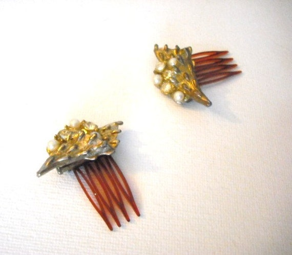 Vintage hair combs, hair accessories, hair jewelry, gold tone combs, pearl comb