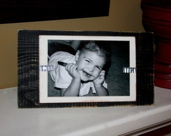 picture frame distressed wood stand up holds a 4x6 photo black and white