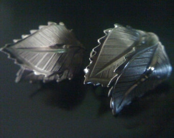 Holiday Sale Vintage1950s Signed LISNER Silver Tone Double Leaf Earrings