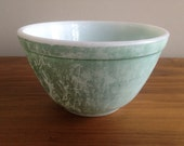 20% off: 1956 Vintage Pyrex 401 1.5PT Mixing Bowl in Turquoise Aqua VERY USED