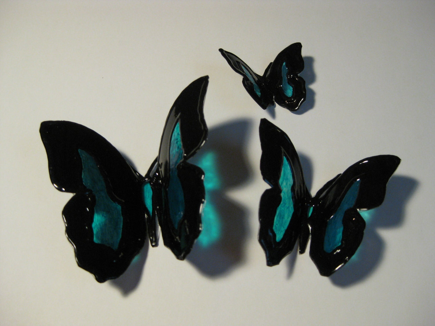Decorative butterflies upcycled plastic bottle art for Art made from plastic bottles