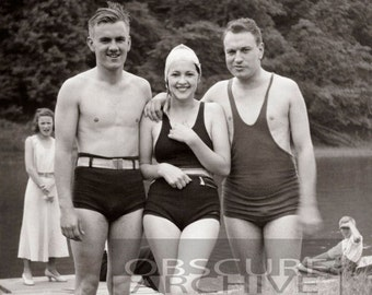 DAYS OF SUMMER 1940 - interesting portrait of a girl with two admirers - B&W photograph