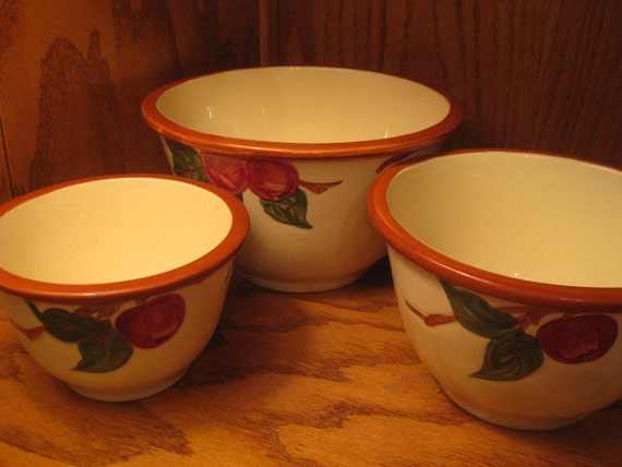 Vintage USA Franciscan Apple Nesting Mixing Bowls Set of 3