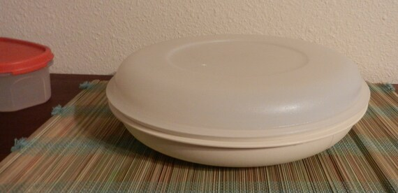 Vintage Almond Tupperware Snack and Veggie Tray with Lid
