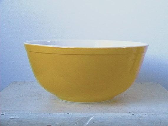 Pyrex, Daisy Yellow 2 1/2 QT. Mixing Bowl
