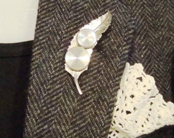 "Farah Wool Herringbone Tweed Retro ""Boyfriend"" Blazer Sport Jacket with Vintage Brooch and Accents"
