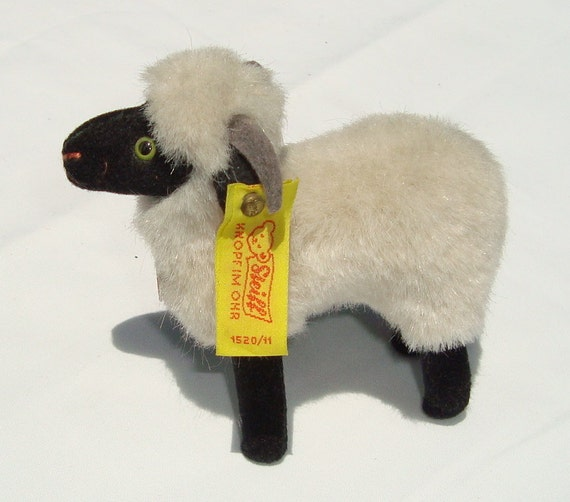 Vintage Steiff 1520/11 SNUCKI Ram with all Original Tags