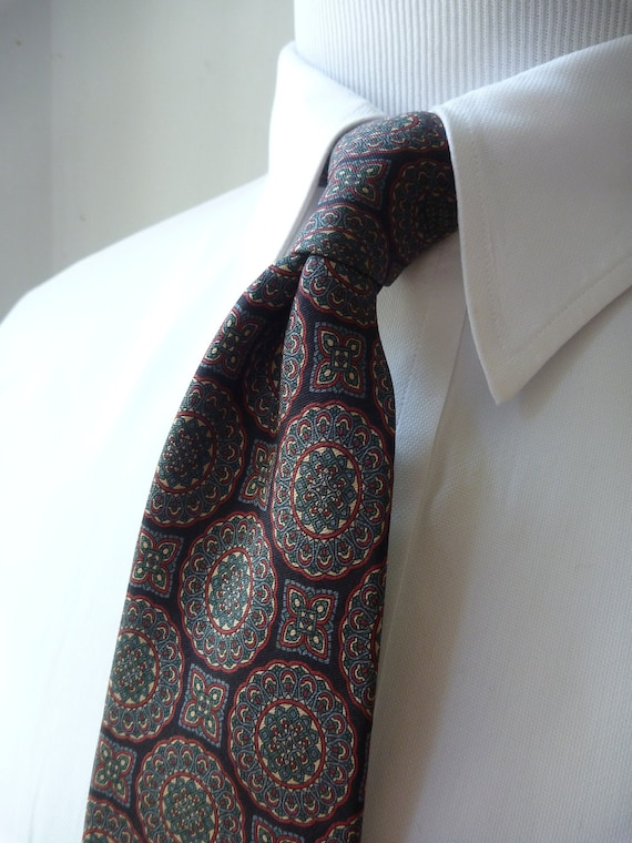 Vintage 1960s Brooks Brothers MAKERS All Silk Intricate Geometric Medallion Trad / Ivy Tie.  Made in USA.