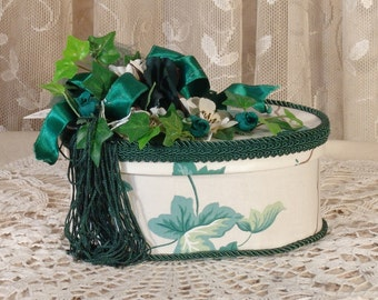 Small Oval Victorian Keepsake /  Trinket Hat  Box - English Ivy Waverly Fabric - Vintage Style