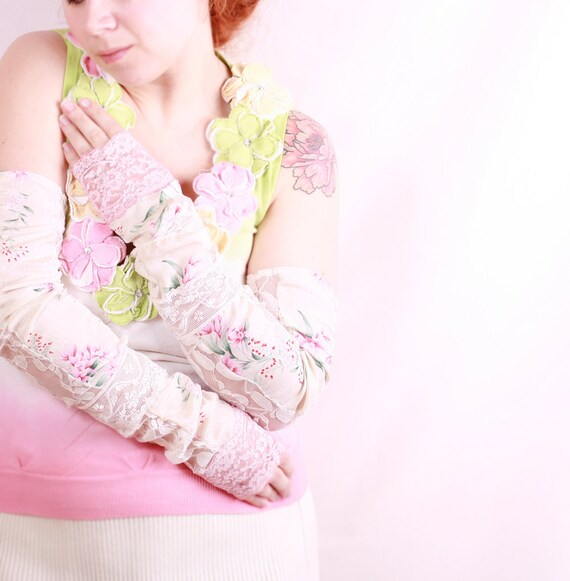 Bridal gloves Wedding gloves Lace gloves White gloves Fingerless gloves Arm warmers Mittens Summer gloves Long gloves Silk gloves