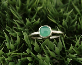 Sterling Silver and 6mm Chrysoprase Ring