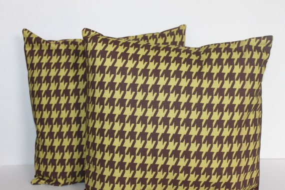 SALE // ONE - 18 x 18 Brown and Green Houndstooth Pillow Cover - Premier Prints
