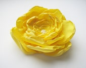 Yellow flower hair clip, brooch