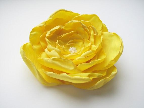 Yellow flower hair clip, brooch