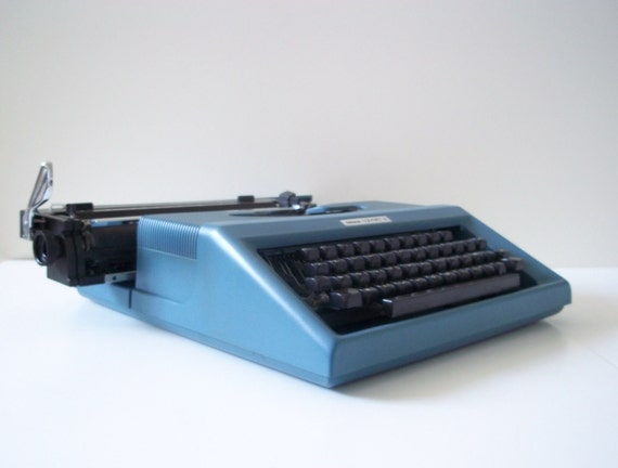 Vintage portable typewriter-Made in Italy By Olivetti - 1980s