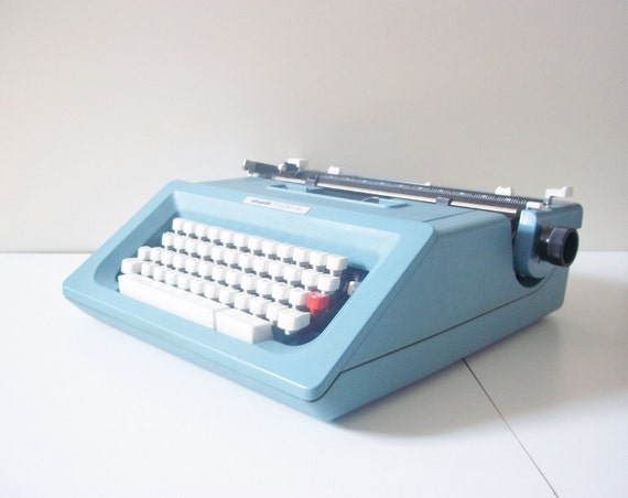 Vintage office typewriter-Made in Italy By Olivetti - 1980s