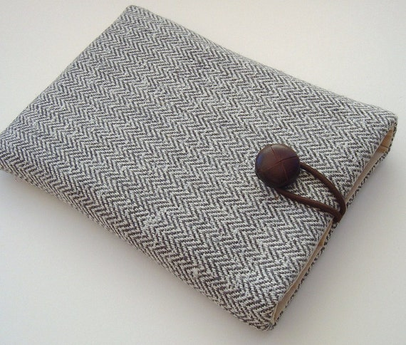 LAST ONE - Kindle Touch OR Kindle 4 Case - Silver Herringbone Tweed with leather button