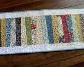 Country-Colored Pickety Fence Table Runner w/Scalloped Edges